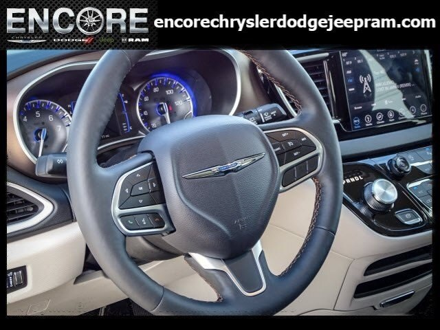 New 2019 CHRYSLER Pacifica Touring L